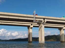 Barin realiza manutenção em ponte de represa em Nazaré Paulista