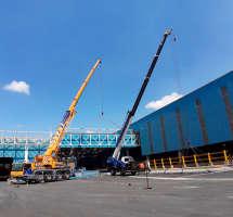 Montagem de estrutura de pipe rack com LTM 1070 e GR 300