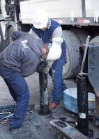 A manutenção dos guindastes na Cunzolo