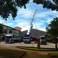 Içamento de treliça de sustentação de telhado com guindaste rodoviário ATF 130