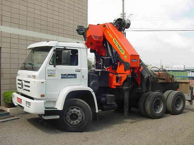 Capacidade: 25 toneladasLança: 24,5m + 12m de JIB