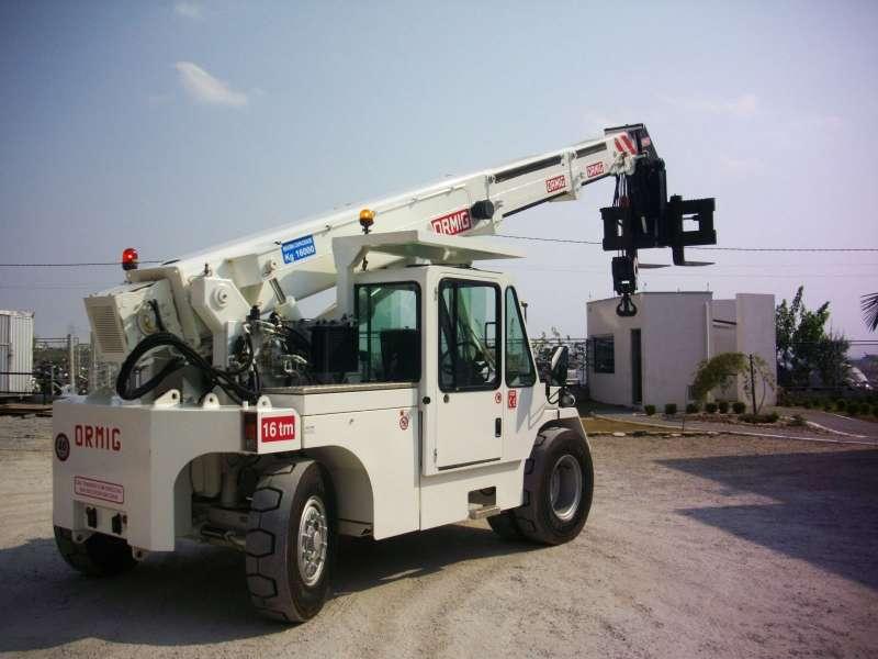 O Guindaste Industrial Ormig 16TM é o equipamento ideal para atividades de remoção industrial, onde há restrições de espaço e com necessidade de carregamento de grandes cargas. Sua mais importante característica é a capacidade de se locomover com peça içada.