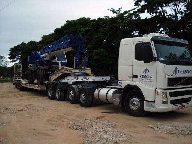 A Prancha Rebaixada 03 eixos para Transporte Pesado é indicada para carregamento e transporte de peças de grandes dimensões em altura.