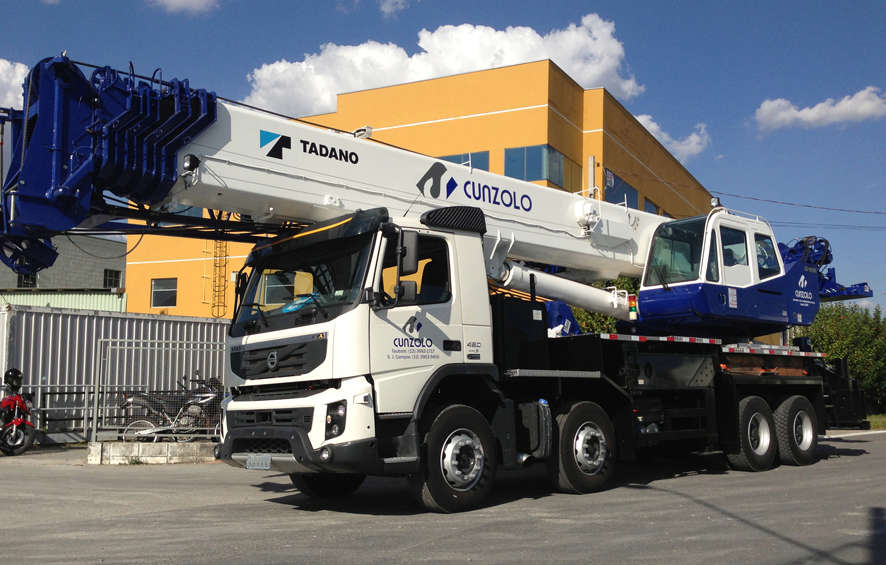 A linha de Guindastes Rodoviários Tadano GS 700 e 900 possuem sistemas de telescopagem nas suas lanças o que os torna indicados para trabalhos em ambientesfechados e com pouco recurso de altura.