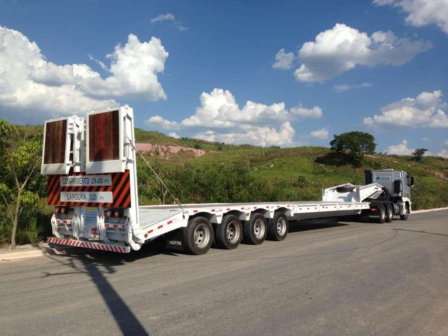 A prancha reta 04 eixos para transporte pesado conta com suspensão a ar (pneumática) e facilidade de acesso pela rampa bipartida.