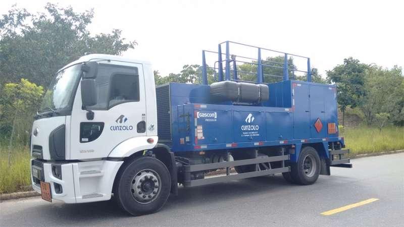 Locação de caminhão comboio destinado ao transporte de combustíveis e lubrificantes. É imprescindível para o atendimento de máquinas na obra, quando a frota não puder ir até a oficina garantindo a produtividade.