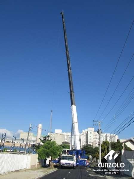 A Cunzolo realizou o içamento de uma peça de 40 metros de comprimento, 1 metro de largura e 1600 kilos. A operação foi realizada com o Guindaste Rodoviário ATF 220-2 (cap. 220t) em um raio operacional de 43 metros.