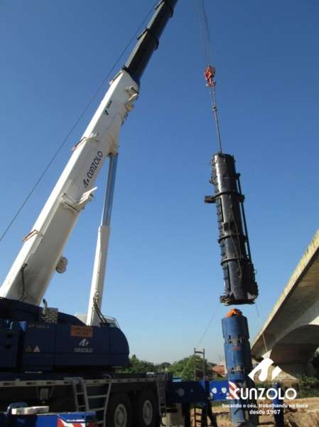 A Cunzolo realizou o içamento de uma peça de 8 metros de comprimento, 2 de diâmetro e 26 toneladas na Rodovia Ayrton Senna Km 18 em Guarulhos – SP. A operação foi realizada com o Guindaste Rodoviário ATF 220-2 (cap. 220t) em um raio operacional de 11 metros.