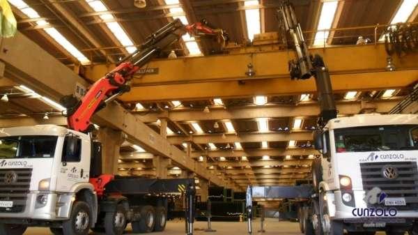 A Cunzolo realizou a troca de posição de uma ponte rolante. Foram utilizados três equipamentos para facilitar no içamento da peça, os guindaste rodoviários Hiab 700 (cap. 18t.), Fassi F1150 (cap. 25t.) com raio operacional de 5,5 metros ePK 100002F (cap. 25t.) com raio operacional de 7 metros.
