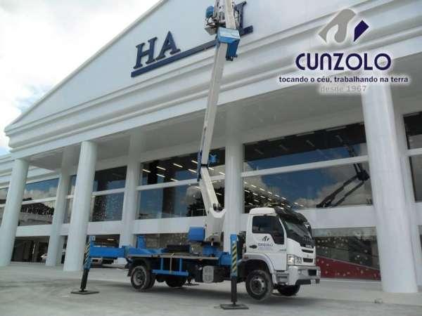 A Cunzolo Guindastes e Plataformas realizou mais uma operação de sucesso, instalou o letreiro em uma loja de departamentos. Para este trabalho, foi utilizado a Plataforma elevatória montada sobre caminhão Socage DAJ