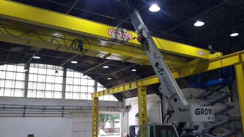 A Montagem de ponte rolante em galpão em Jundiaí foi realizada com sucesso com o Guindaste Industrial Grove YB 4409-2, um equipamento compacto e indicado para operações onde há restrições de espaço.