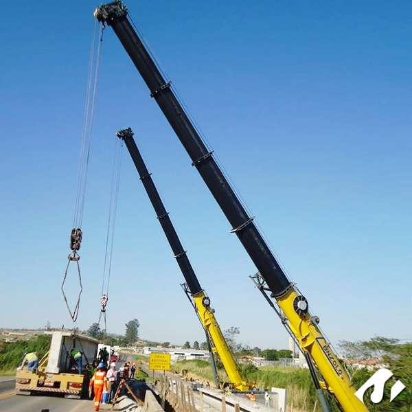 A equipe da Cunzolo realizou uma operação de transporte e içamento de vigas em Araçoiaba da Serra-SP.