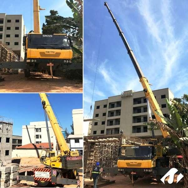 Guindaste Grove na construção de prédios em Vinhedo-SP.