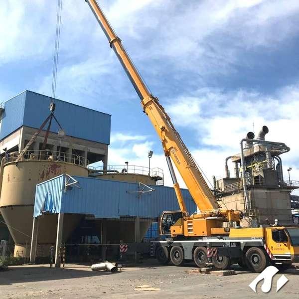 A Cunzolo realizou uma operação de içamento em Valinhos com o auxílio do Guindaste Rodoviário LTM 1220