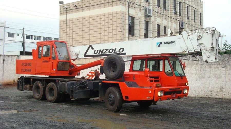 O Guindaste Rodoviário Tadano TL 250 é muito utilizado em atividades de remoções industriais de grande porte, onde se exige movimentação de grandes cargas e alturas.