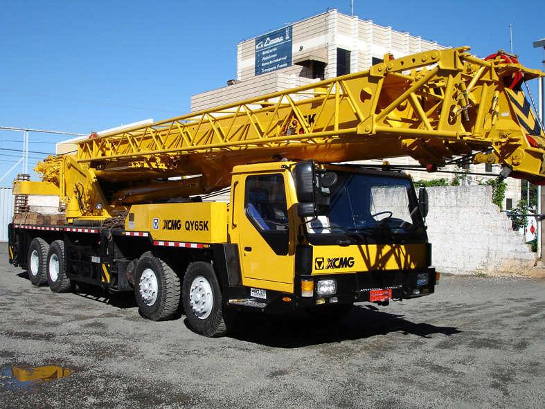 Guindaste Rodoviário XCMG 65 QYCapacidade: 65 toneladas. Comprimento da Lança: 42,0 + 15,0m.